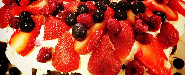 Low FODMAP Christmas Pavlova