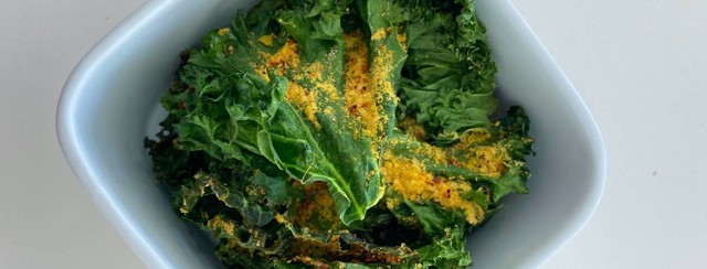 Faux Cheesy Kale Chips